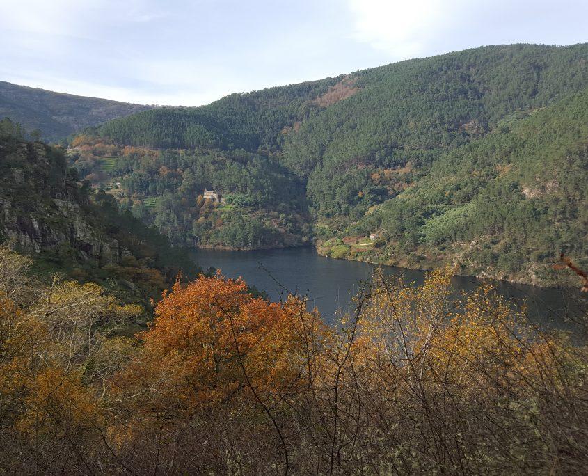 lago cercano al turismo en galicia en casa rural