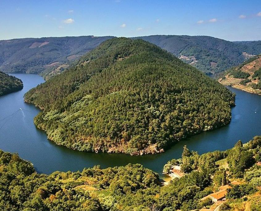 cerca de nuestras casas rurales en galicia esta el cabo do mundo