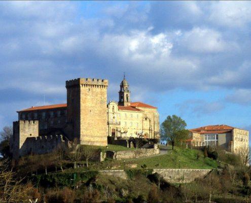 casa rural en galicia y actividades culturales como visita al castillo monforte