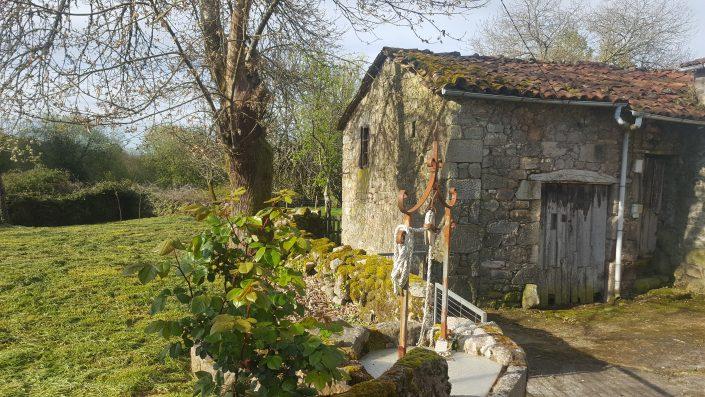 vivienda rustica con pozo en galicia