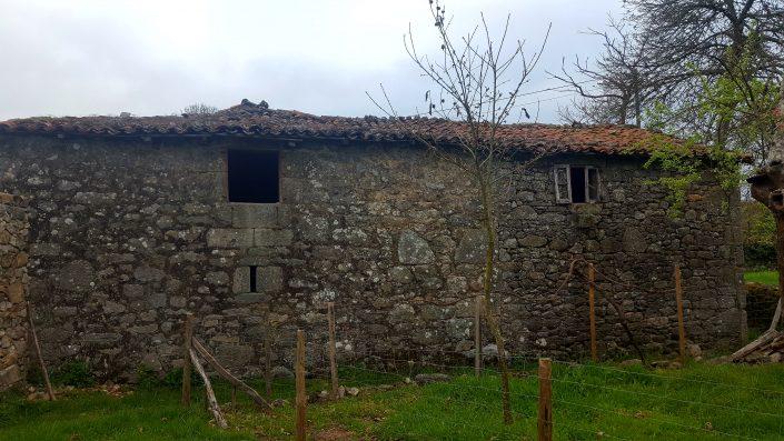 vivienda rural en la aldea de corveixe
