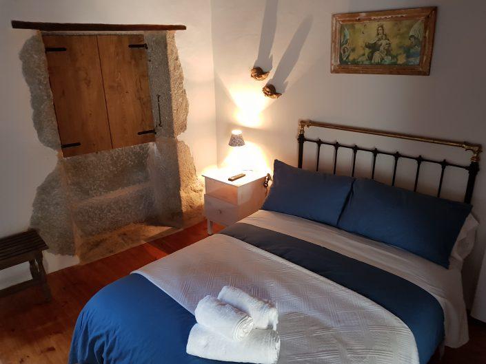 dormitorio de casa rural en la ribeira sacra