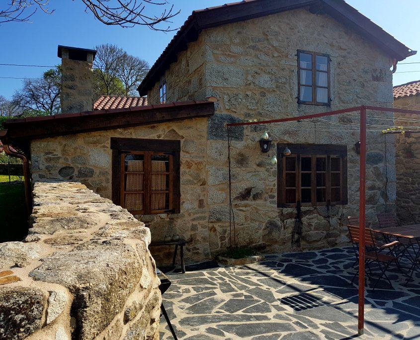 terraza al sol en casa rural galicia