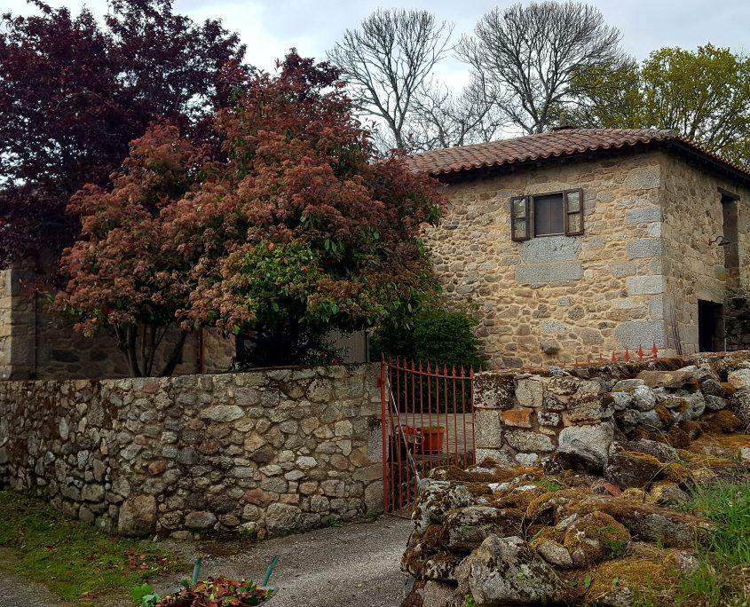 casita rural con porche en ribeira sacra