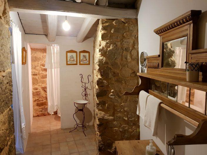 entrada del baño en nuestra casa rural de galicia