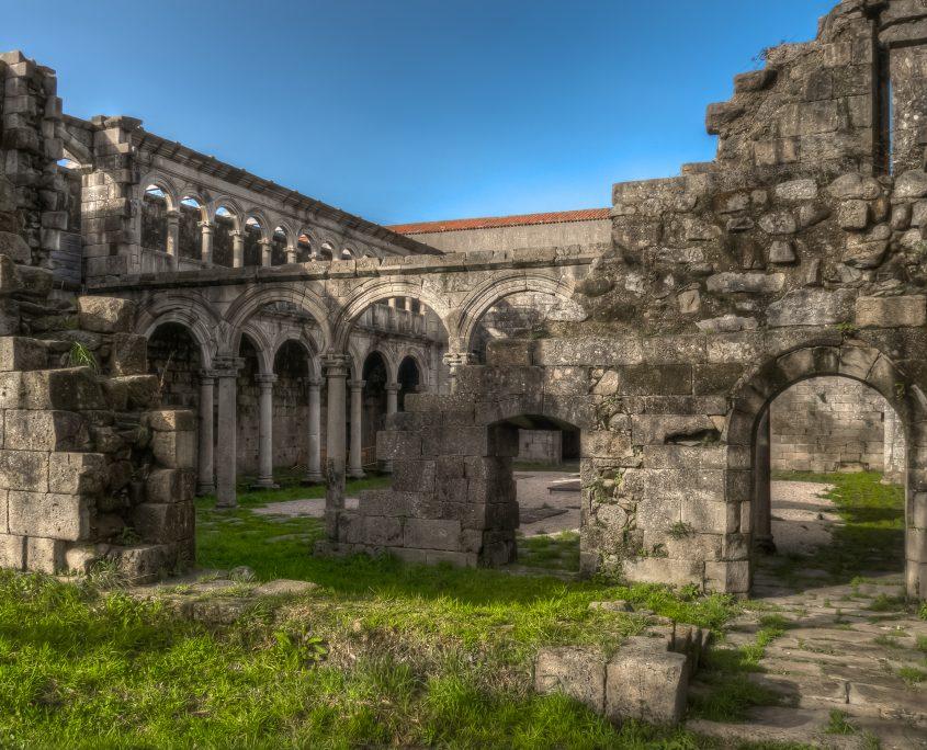 ruinas de ribadavia cercanas a nuestras casas rusticas en corveixe