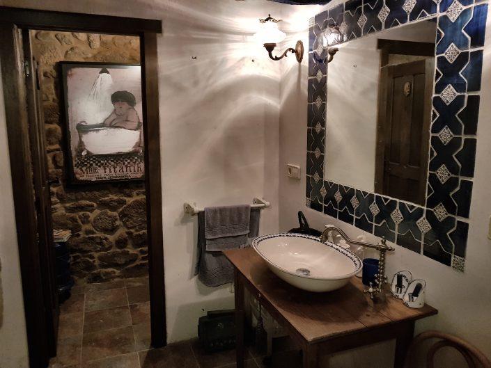 baño de casa rustica en ribeira sacra