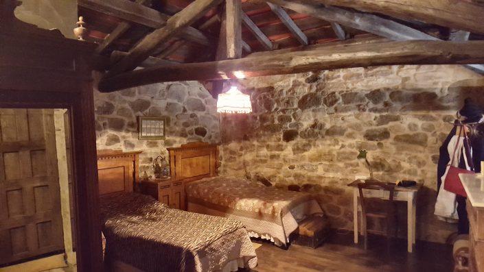 acogedor dormitorio casa rustica en corveixe