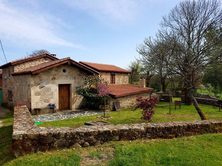 jardín de casa rural en galicia