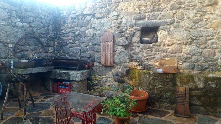 zona de barbacoa de casa rural en ribeira sacra